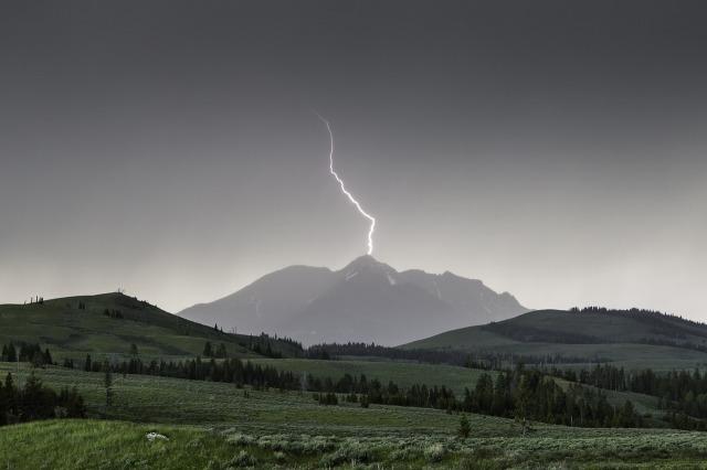 lightning-880154_1280